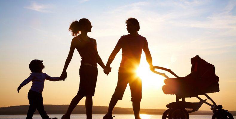 В правительстве объяснили, как семьям с детьми получить дополнительные выплаты